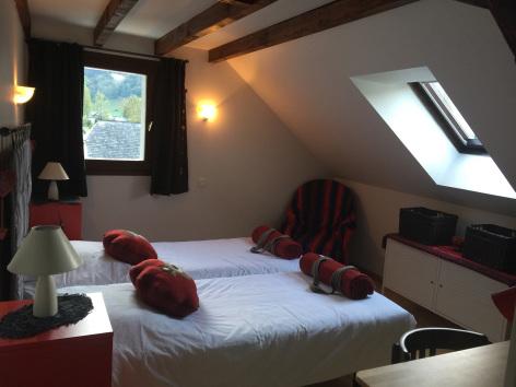 9-chambre4-maisoncamelat-arrensmarsous-HautesPyrenees.jpg