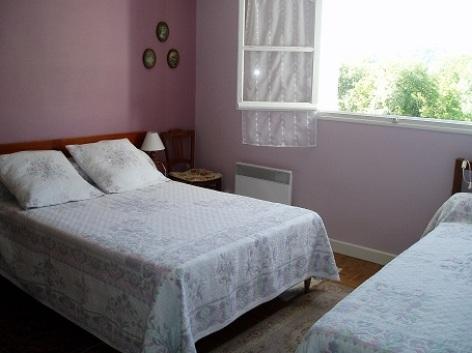 6-chambre1-latapie-sallesargeles-HautesPyrenees.jpg