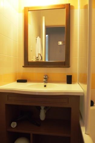 4-COLAS-Rives-de-l-Aure-11-salle-de-bains.JPG