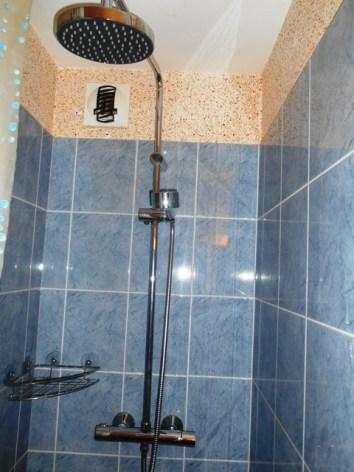 3-ETIENNE-Portes-du-Soleil-39-douche.JPG