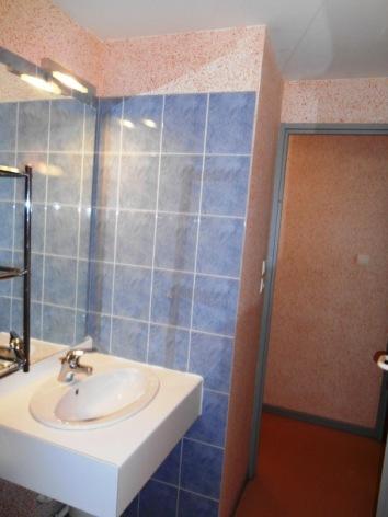 4-ETIENNE-Portes-du-Soleil-39-sdb-lavabo.JPG