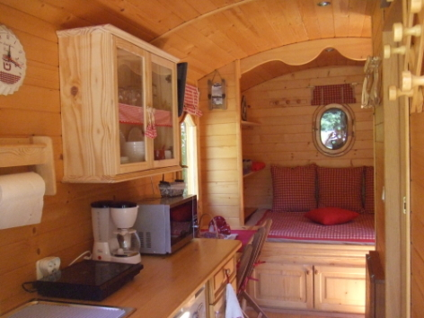 1-CAMPING-ROULOTTE---Interieur-2.jpg