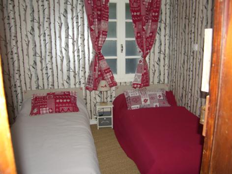 6-chambre2-pratdessus-esterre-HautesPyrenees.jpg