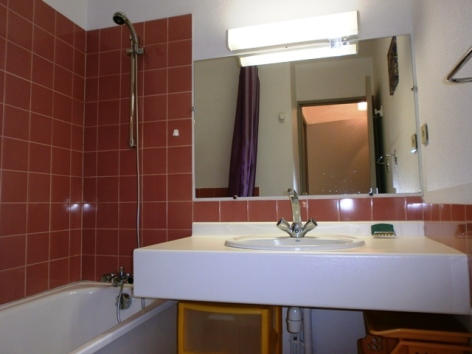 3-MOLINA-Parc-16-salle-de-bains.JPG