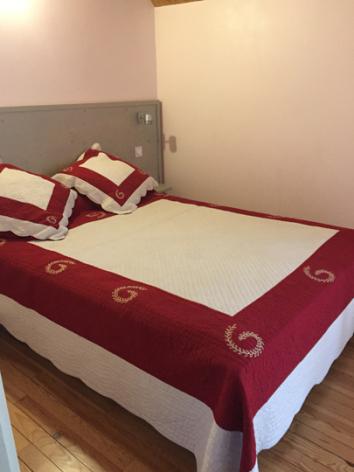 4-chambre1-theil-esterre-HautesPyrenees-3.jpg