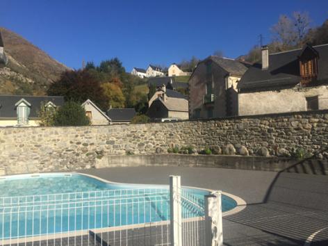 9-piscine2-theil-esterre-HautesPyrenees.jpg