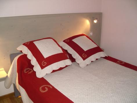 3-chambre1-theil-esterre-HautesPyrenees-2.jpg
