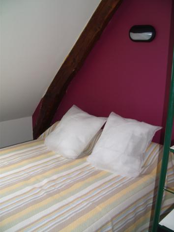 4-chambre1-theil-esterre-HautesPyrenees-5.jpg