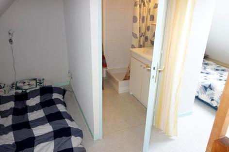 4-Chambre-3-couchages-et-salle-de-bain.SIT.jpg