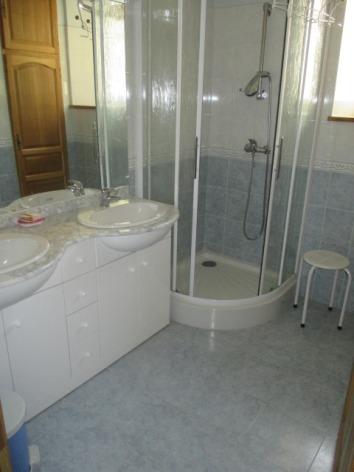 16-salle-de-bains-etage-2.JPG