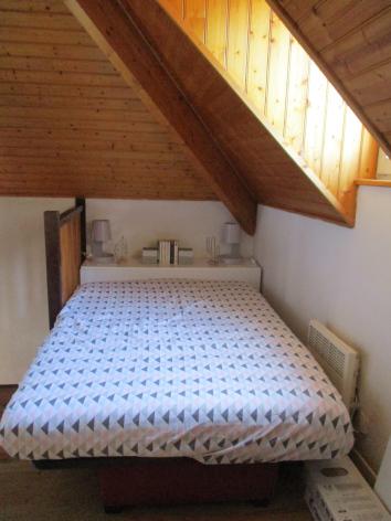 4-chambre1-rougier-esquiezesere-HautesPyrenees.jpg
