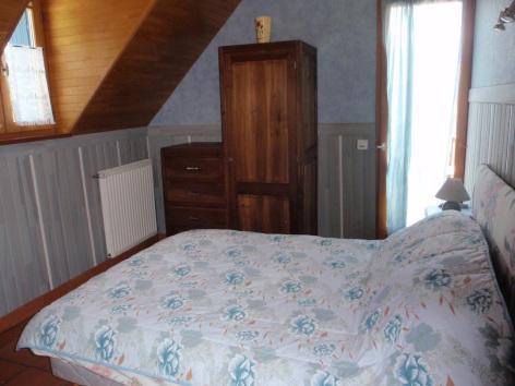 4-chambre1-crequy-ouzous-HautesPyrenees.jpg
