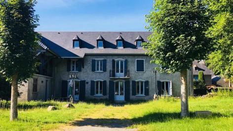 15-Clos-Beaupeillas-Bazus-Aure-facade.jpg