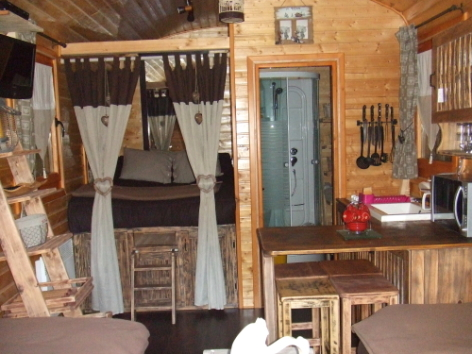1-CAMPING-ROULOTTE---Chambre.jpg
