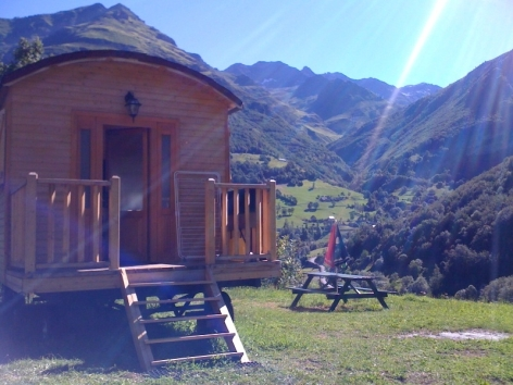 5-CAMPING-ROULOTTE---Exterieur.JPG