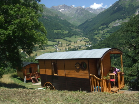 6-CAMPING-ROULOTTE---Exte-rieur-2.jpg