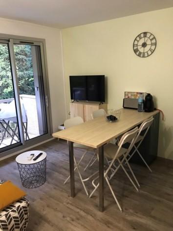 2-table--Copier-.jpg