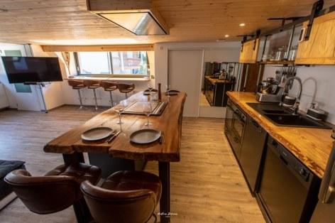 5-CALVET-GRANGE3--Birrien-cuisine-de-profil-WEB.jpg
