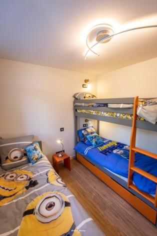 0-BRUN-Chalet-Cosy--Birrien-chambre-3-lits-en-80-WEB.jpg