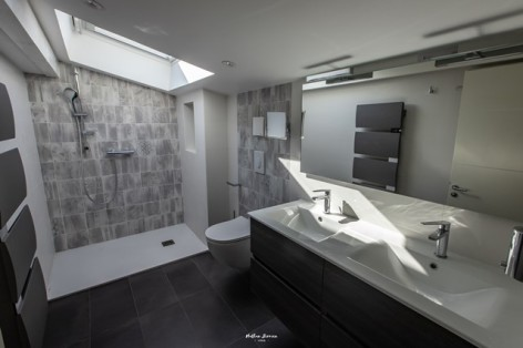 5-BRUN-Chalet-Cocoon--Birrien-salle-de-bain-WEB.jpg
