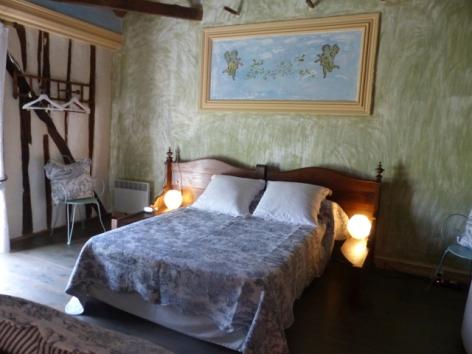 1-Castelvidouze-chambre-web.JPG