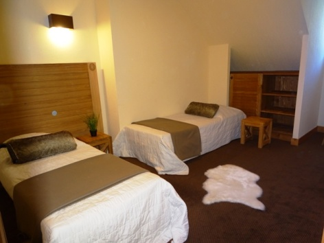 1-Namur-Cami-Real-chambre-lits-simples.JPG