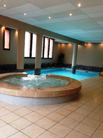 2-Namur-Cami-Real-chambre-piscine.JPG