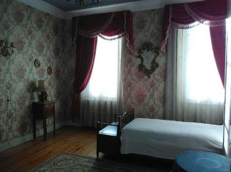 2-chambre-fleurs-roses-pttlit.JPG
