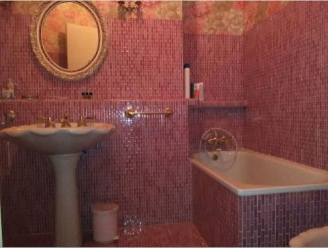 4-sdb-rose-baignoire.JPG