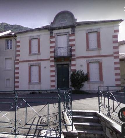 12-1-Appartement-au-1r-etage-a-gauche-dans-cette-ancienne-ecole.JPG