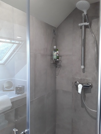 6-salle-de-bain-8a16f4c89d304d3db0fdda66e2e0105b.jpg