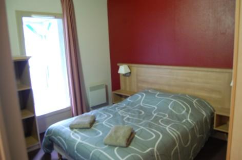 1-chambre-3-f6179e8edbb947908d0f41bbc13d00d2.jpg