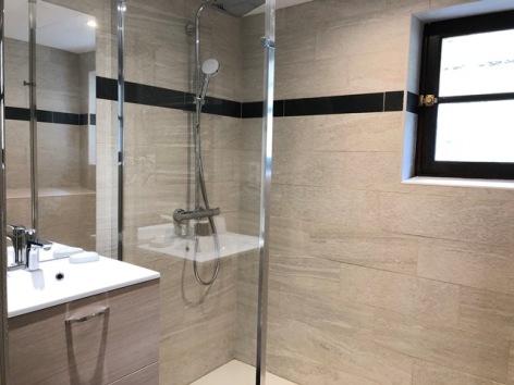 2-HPG176---GITE-O-CHIROULET---LESPONNE---Salle-de-bains.jpg