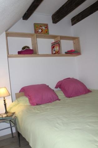 1-version-un-grand-lit-chambre-cote-village-gite-des-4-chardons--.jpg