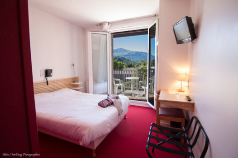 2-chambre-pierredagos-agosvidalos-HautesPyrenees.jpg