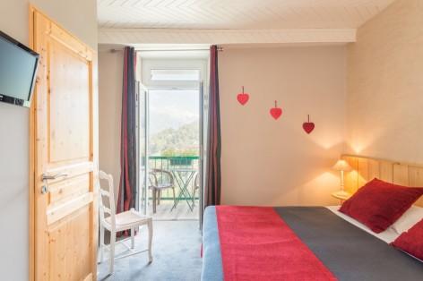 3-chambre0-cabaliros-arcizansavant-HautesPyrenees.jpg