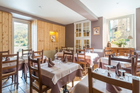 9-sallerestaurant2-cabaliros-arcizansavant-HautesPyrenees.jpg