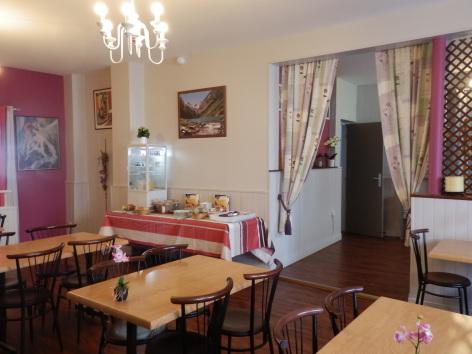 2-salle-petits-dejeunersfleurs-argeles-HautesPyrenees.jpg.JPG