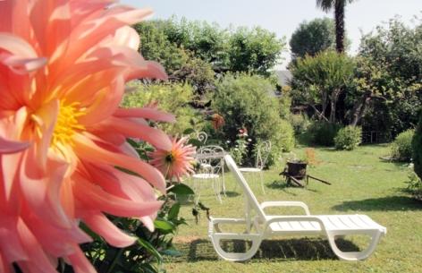 11-jardin2-hotelbeausite-argelesgazost-HautesPyrenees.jpg.jpg