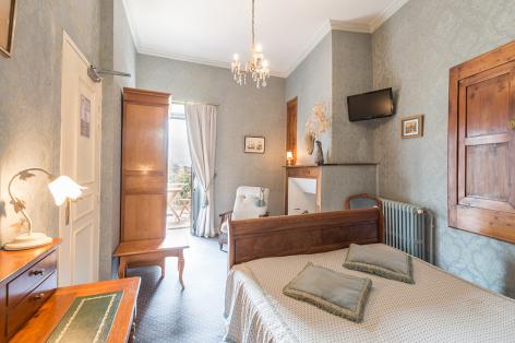 4-2017-hotel-beau-site-chambre-bois-argeles-gazost-hautes-pyrenees.jpg