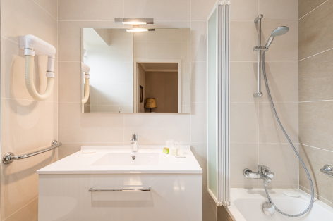 8-2017-hotel-beau-site-salle-de-bain-argeles-gazost-hautes-pyrenees.jpg