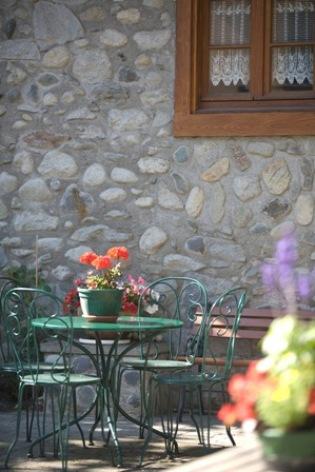16-salondejardin2-hotelbonrepos-jarno-argelesgazost-HautesPyrenees.jpg
