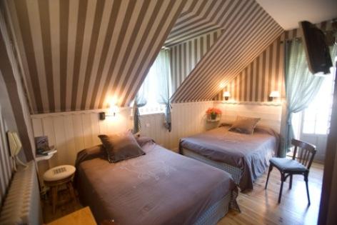 2-chambre2-hotelbonrepos-jarno-argelesgazost-HautesPyrenees.jpg