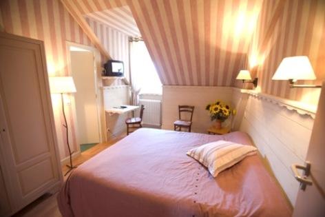 2-chambre4-hotelbonrepos-jarno-argelesgazost-HautesPyrenees.jpg