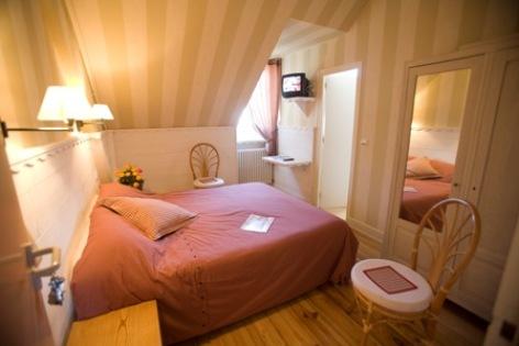 3-chambre5-hotelbonrepos-jarno-argelesgazost-HautesPyrenees.jpg