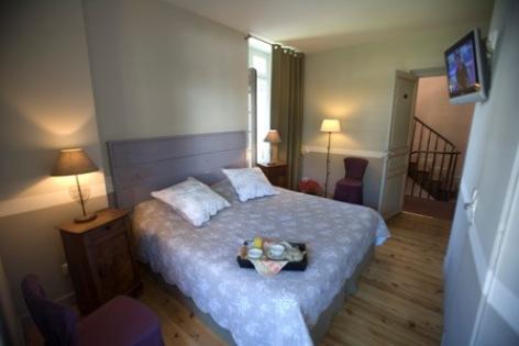 6-chambre6-hotelbonrepos-jarno-argelesgazost-HautesPyrenees.jpg