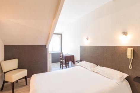 1-chambre1-lescimes-argelesgazost-HautesPyrenees.jpg
