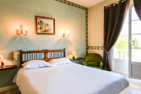 2-chambre2-lescimes-argelesgazost-HautesPyrenees.jpg