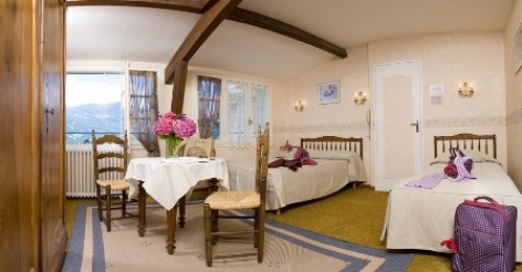 4-chambre3-hotellescimes-argelesgazost-hautespyrenees.jpg