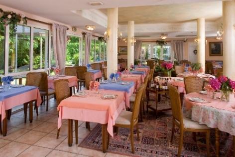 9-sallederestaurant-hotellescimes-argelesgazost-hautespyrenees.jpg